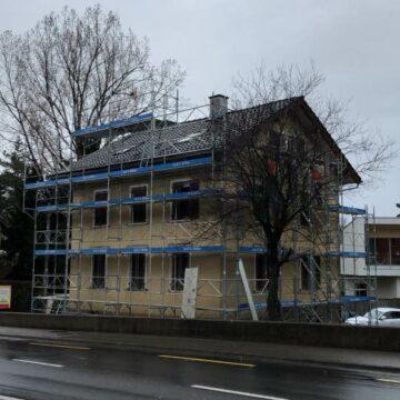 Spengler und Fassadengerüst