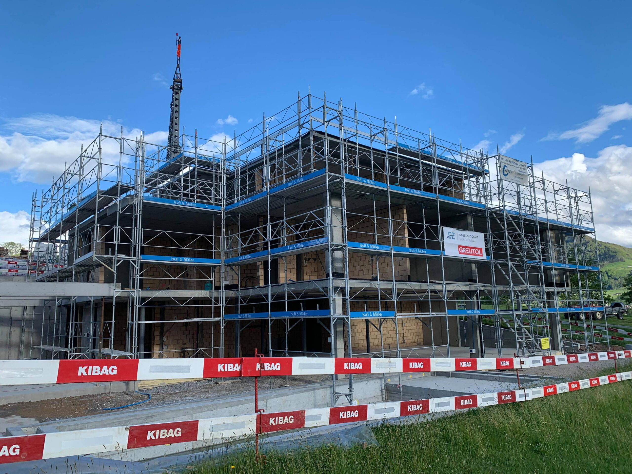 Isufi Gerüste AG - Gerüstbau Schweiz - Gerüst mieten Haus